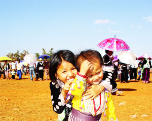 20090226-hmong-girl-love